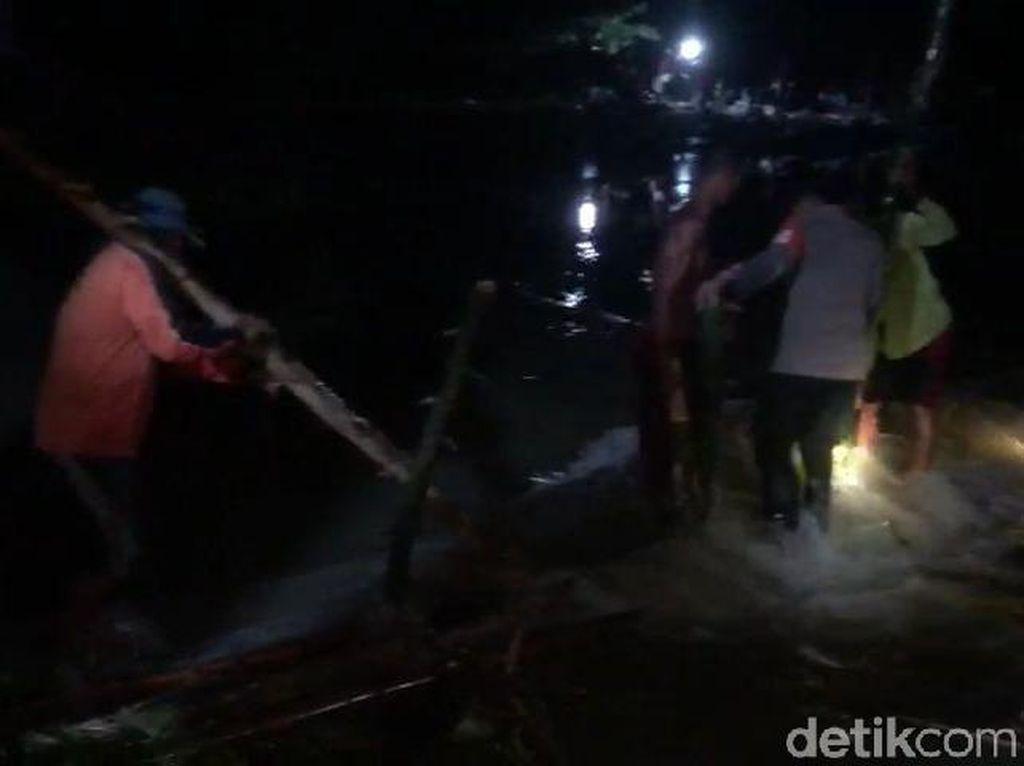 Tanggul Sungai di Bojonegoro Jebol Banjiri 900 Hektare Sawah Warga
