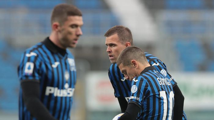 BERGAMO, ITALY - OCTOBER 24: Alejandro Gomez and Josip Ilicic of Atalanta BC look dejected during the Serie A match between Atalanta BC and UC Sampdoria at Gewiss Stadium on October 24, 2020 in Bergamo, Italy. (Photo by Emilio Andreoli/Getty Images)