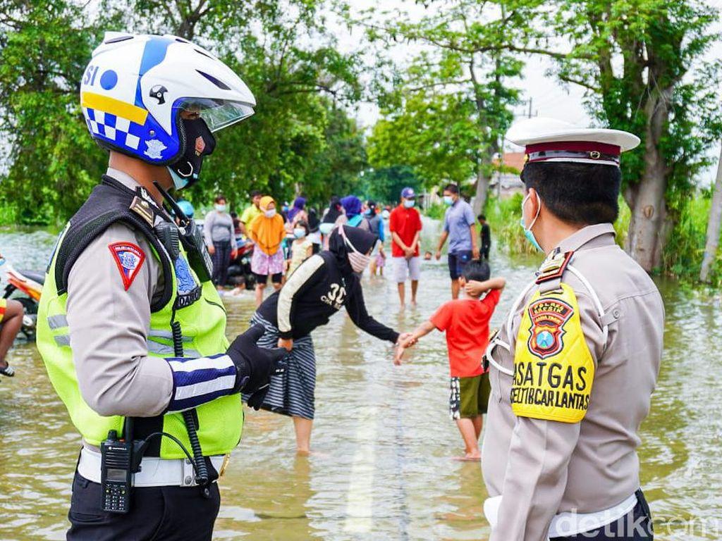 Banjir di Gresik Meluas, Pengalihan Lalu Lintas Masih Dilakukan