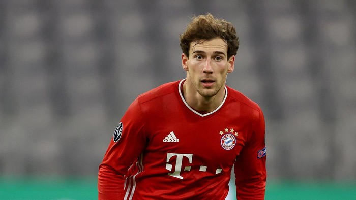 MUNICH, GERMANY - DECEMBER 09: Leon Goretzka of FC Bayern München runs with the ball during the UEFA Champions League Group A stage match between FC Bayern Muenchen and Lokomotiv Moskva at Allianz Arena on December 09, 2020 in Munich, Germany. (Photo by Alexander Hassenstein/Getty Images)
