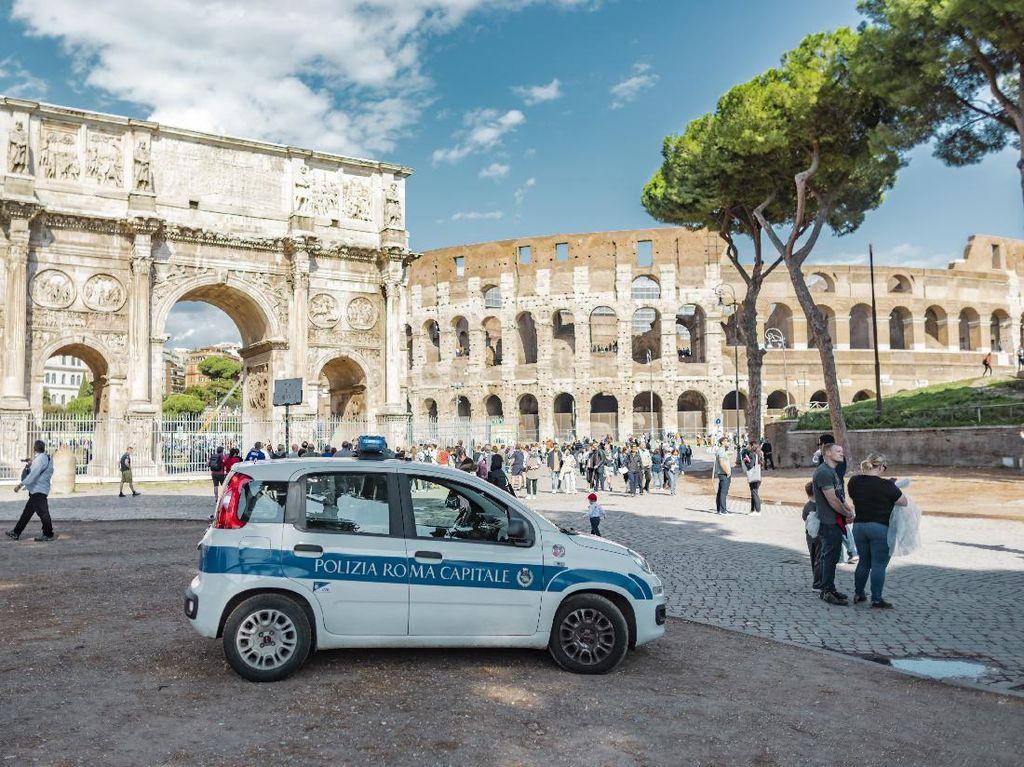 Dua Polisi Ena-ena di Mobil Dinas, Jadi Heboh Gegara Lupa Matikan Radio Komunikasi