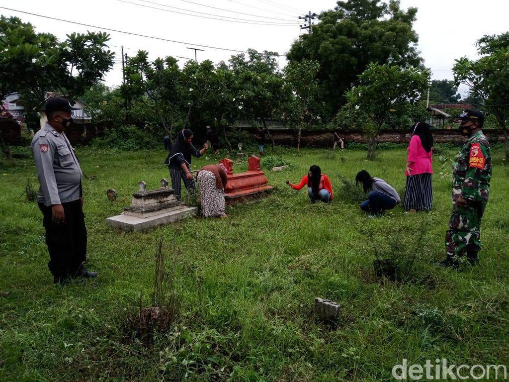 98 Warga Probolinggo Dihukum Bersihkan Makam 3 Hari Gegara Langgar Prokes