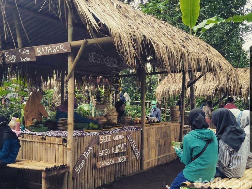Ada Pasar Tradisi Majapahit di Lereng Merapi, Transaksinya Pakai Uang Dhono