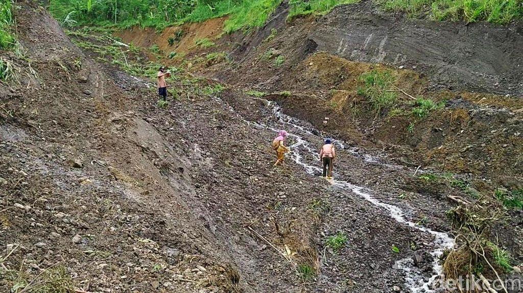 Penampakan Areal Pertanian Amblas Akibat Tanah Bergerak di Pekalongan