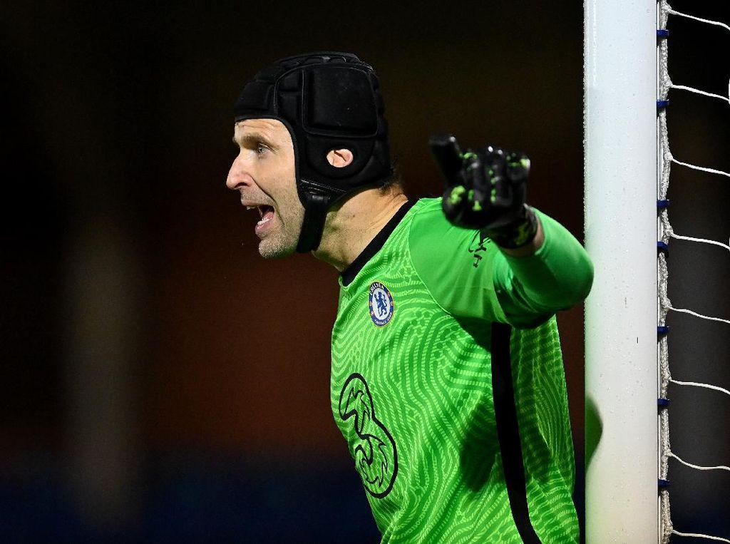 Comeback dari Pensiun, Petr Cech Bela Chelsea U-23