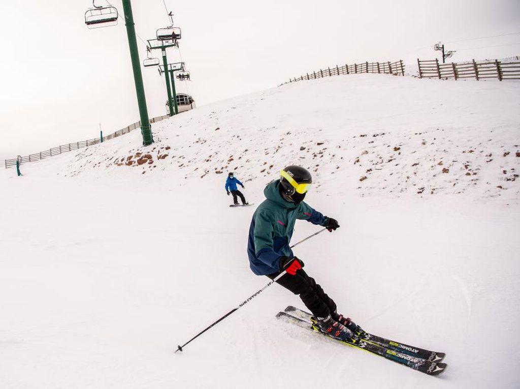 Asyik, Resor Ski di Spanyol Buka Lagi