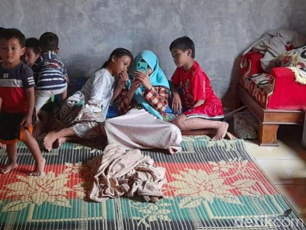 Pengungsi Tanah Gerak di Banjarnegara Butuh Bantuan Alat Mandi-Masker