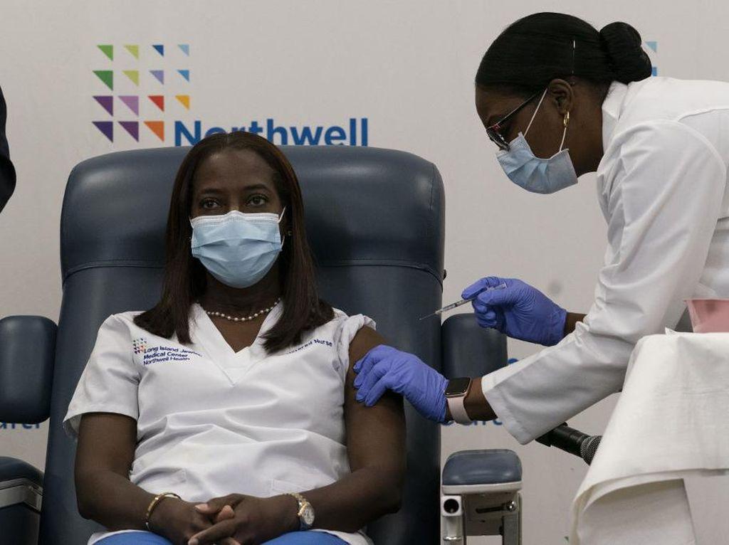Vaksinasi Corona AS Dimulai, Perawat di New York Jadi Orang Pertama Disuntik
