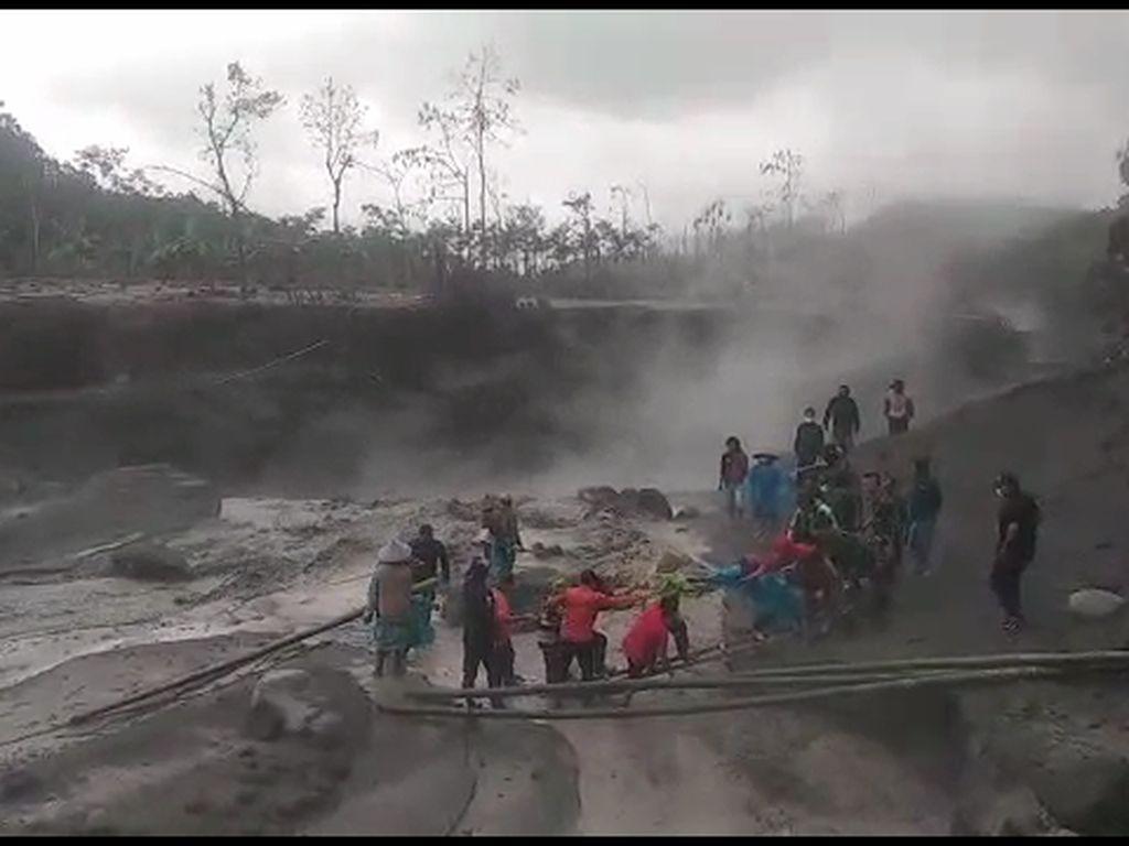 Lima Warga Terjebak Banjir Lahar Hujan Gunung Semeru