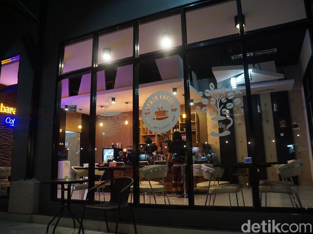Kafe Hits Tempat Remaja Nongkrong di Perbatasan RI-Malaysia