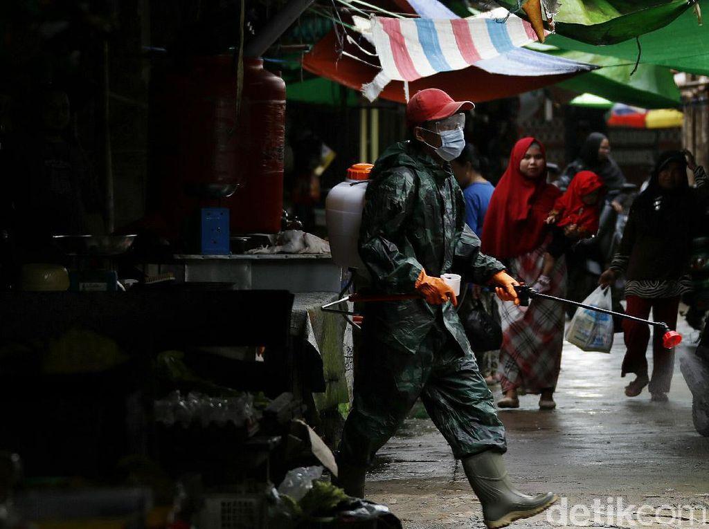 Cegah Corona, Pasar Tradisional di Perbatasan Aruk Didisinfeksi