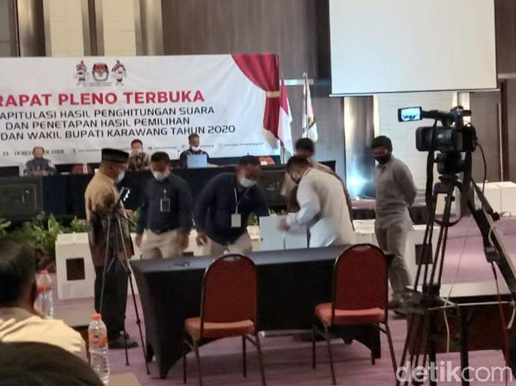 Pleno KPU Karawang Selesai, Cellica-Aep Menang Telak
