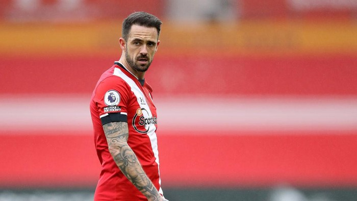 SOUTHAMPTON, ENGLAND - DECEMBER 13: Danny Ings of Southampton looks on during the Premier League match between Southampton and Sheffield United at St Marys Stadium on December 13, 2020 in Southampton, England. A limited number of spectators (2000) are welcomed back to stadiums to watch elite football across England. This was following easing of restrictions on spectators in tiers one and two areas only. (Photo by Naomi Baker/Getty Images)