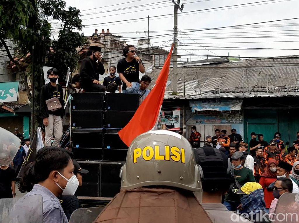 Demonstran Ricuh di KPU Tasikmalaya, 3 Polisi Terluka