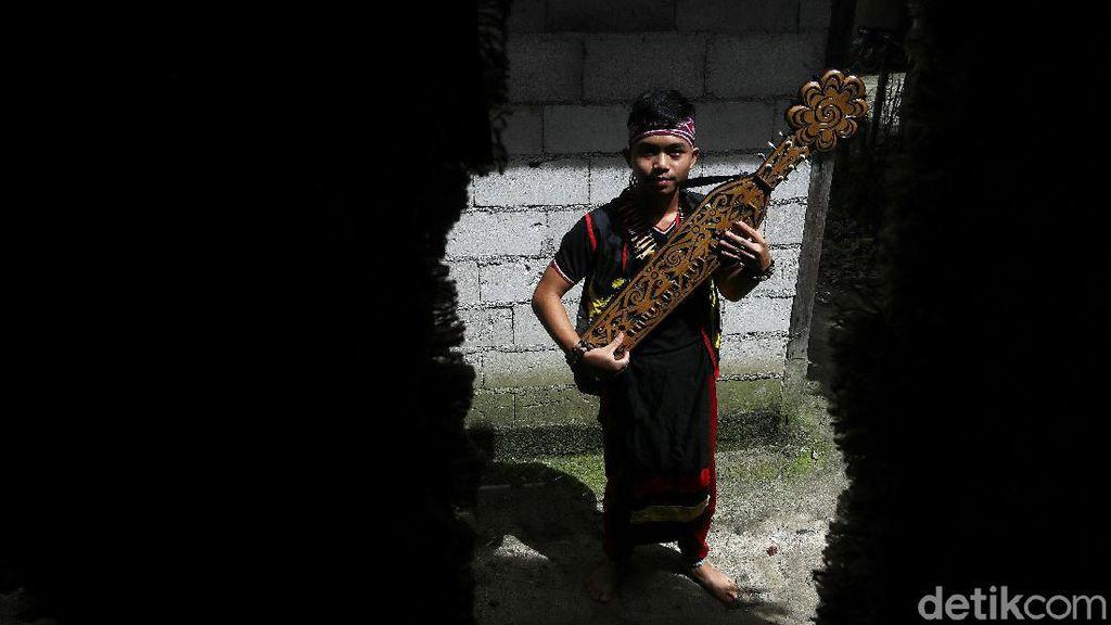 Ini Sape, Alat Musik Tradisional Suku Dayak di Tanah Borneo