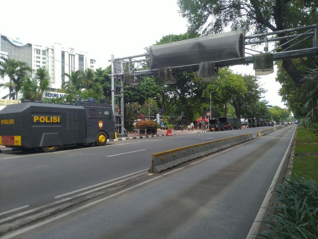 Ada Demo Buruh, Polisi Berjaga di Medan Merdeka Barat