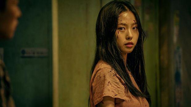 Lee Eun-yoo (Go Min-si) dalam serial Sweet Home.