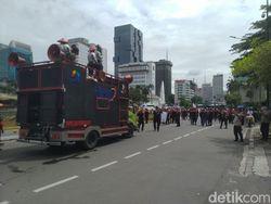 Buruh Demo Omnibus Law Bubar, Lalin di Sekitar Patung Kuda Kembali Normal