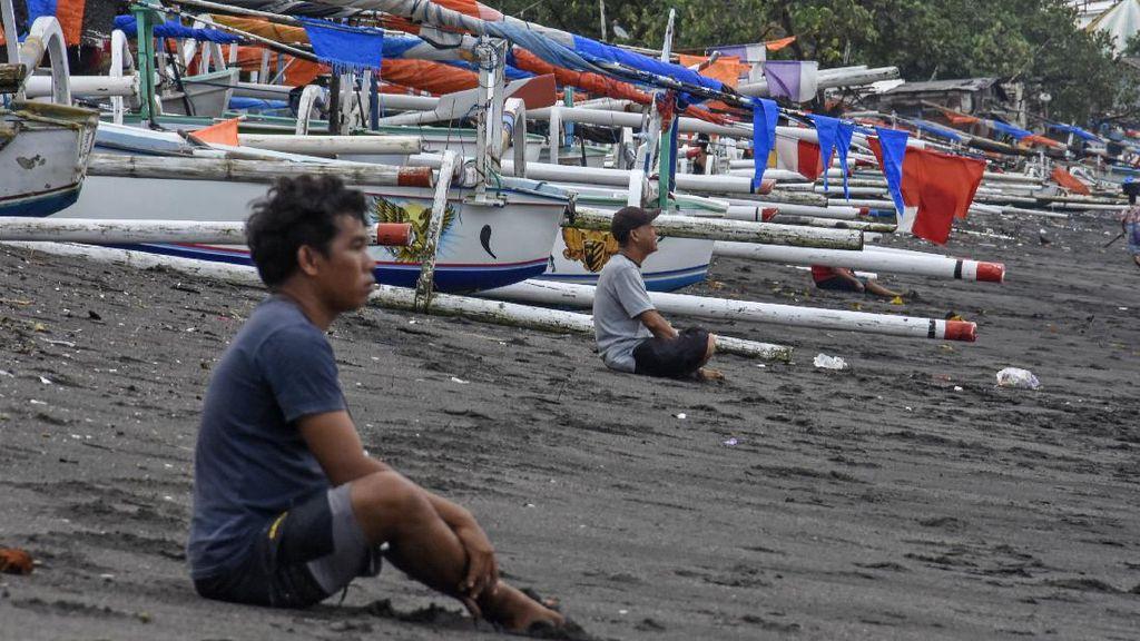 Gelombang Tinggi Bikin Nelayan NTB Batal Melaut