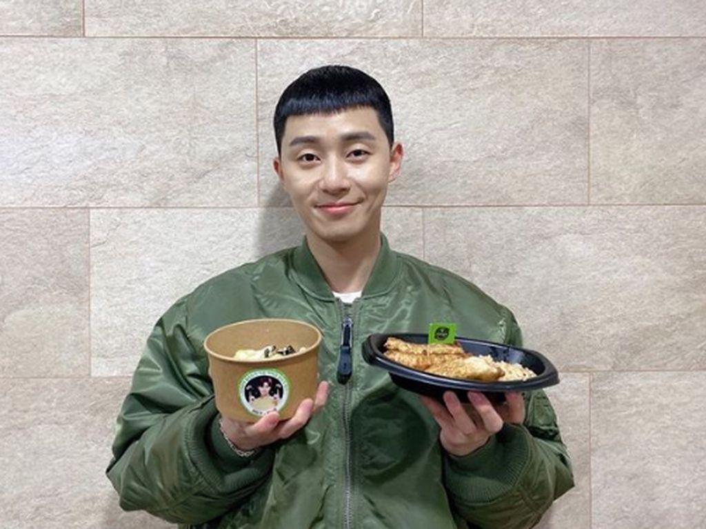 Gantengnya Park Seo Joon Saat Makan Es Krim dan Pizza
