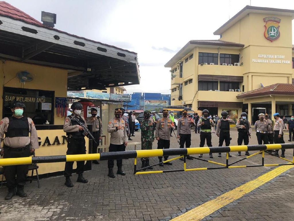 Kompak! TNI-Polri Sinergi Amankan Wilayah Hukum Polres Pelabuhan Tj Priok