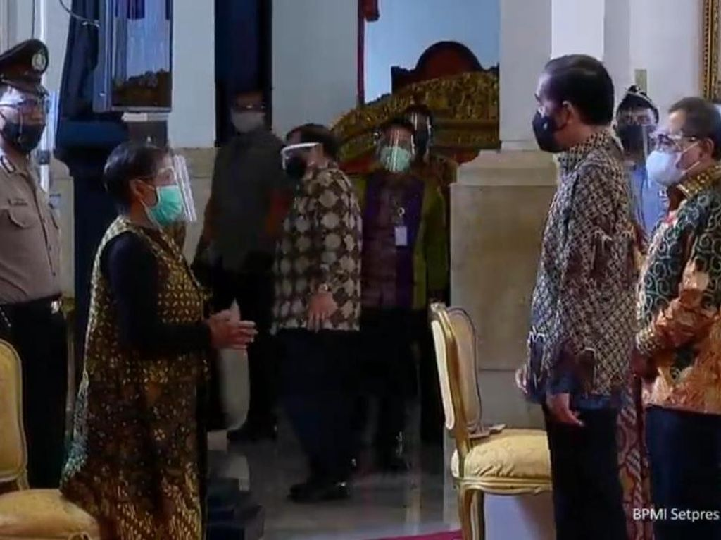 Jokowi Serahkan Rp 39,2 M Dana Kompensasi ke Korban Terorisme Masa Lalu