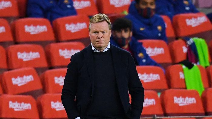 BARCELONA, SPAIN - DECEMBER 13: Head coach Ronald Koeman of FC Barcelona looks on during the La Liga Santader match between FC Barcelona and Levante UD at Camp Nou on December 13, 2020 in Barcelona, Spain. (Photo by David Ramos/Getty Images)