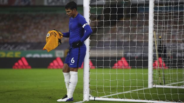 Chelsea's Thiago Silva holds a Wolverhampton t-shirt after the end of the English Premier League soccer match between Wolverhampton Wanderers and Chelsea at the Molineux Stadium in Wolverhampton, England, Tuesday, Dec. 15, 2020. (Michael Steele/Pool via AP)