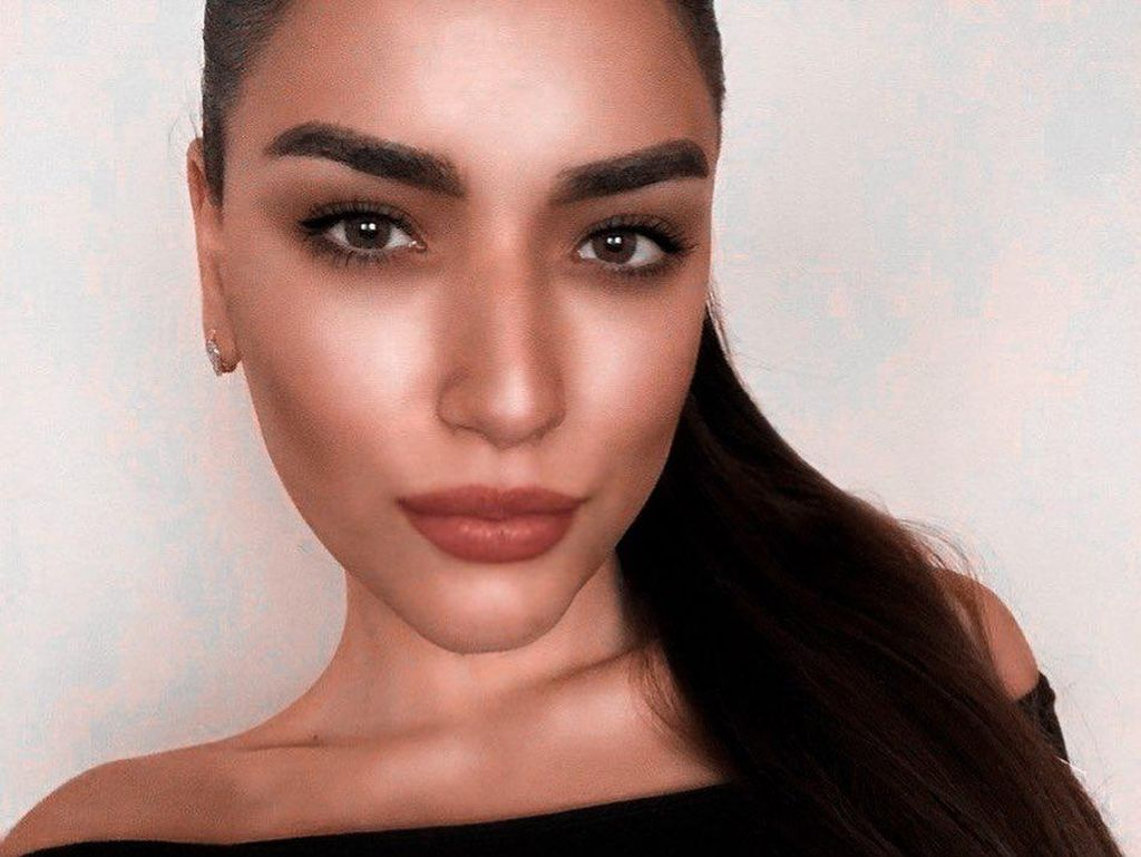 Selebgram Cantik Jadi Viral Setelah Membunuh dan Memutilasi Ibunya