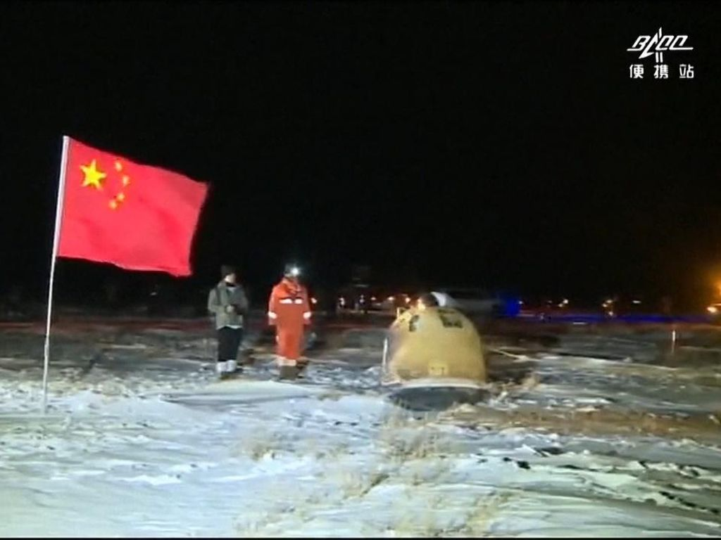 Misi Sukses China Bawa Batu dari Bulan ke Bumi