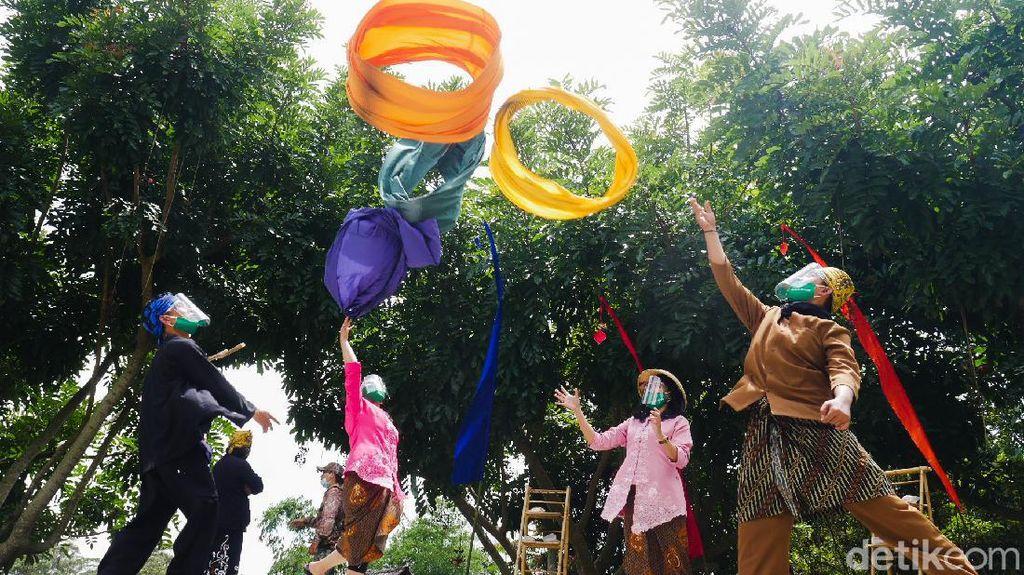 Foto: Lembur Urang, Suasana Kampung Adat di Objek Wisata Dusun Bambu