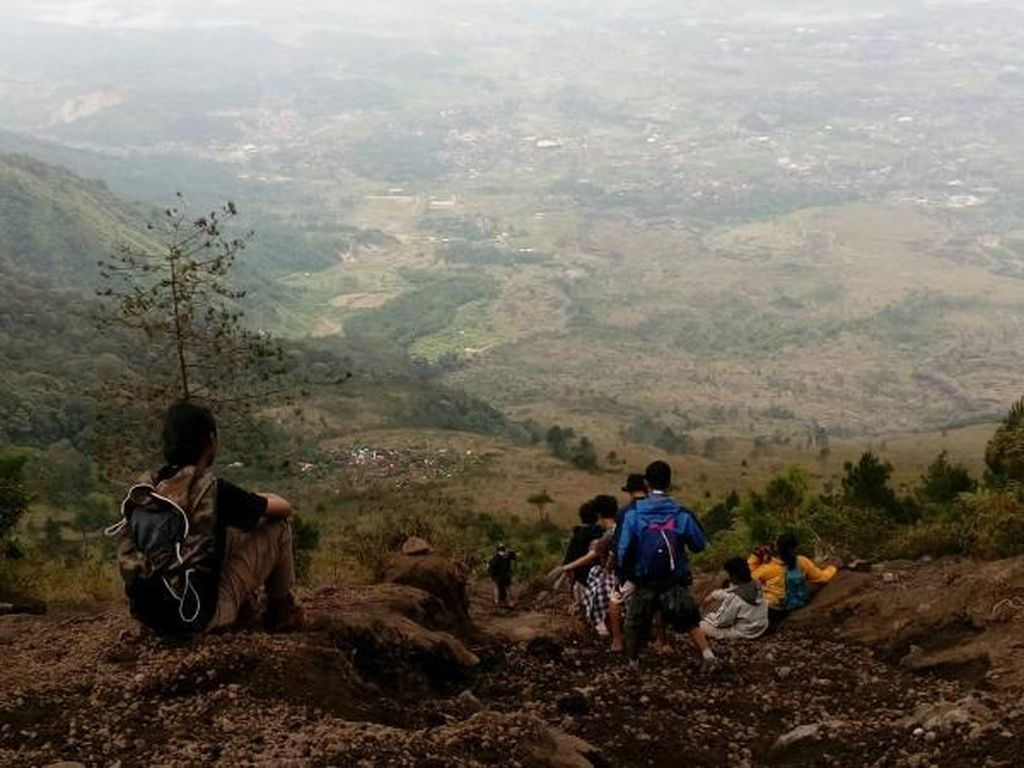 Mau Mendaki Gunung Guntur via Jalur Citiis? Begini Caranya