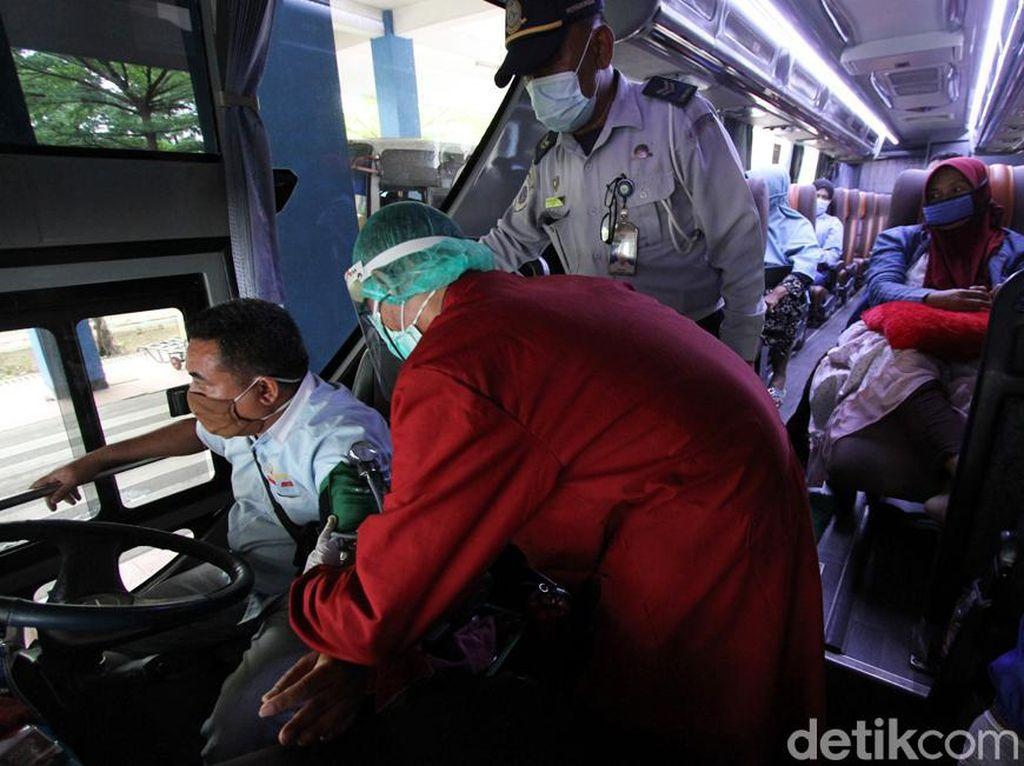 Jelang Libur Nataru, Sopir Bus Dicek Kesehatannya