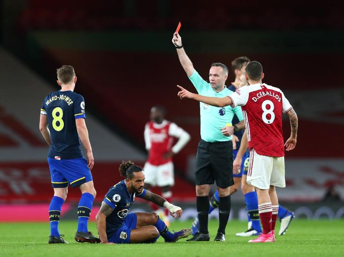 LONDON, ENGLAND - DECEMBER 16: Dani Ceballos of Arsenal reacts to match referee Paul Tierney who shows a red card to Gabriel of Arsenal (not pictured) during the Premier League match between Arsenal and Southampton at Emirates Stadium on December 16, 2020 in London, England. The match will be played without fans, behind closed doors as a Covid-19 precaution. (Photo by Clive Rose/Getty Images)