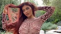 Promosi Makeup Terbaru, Kylie Jenner Pose Nyaris Tanpa Busana