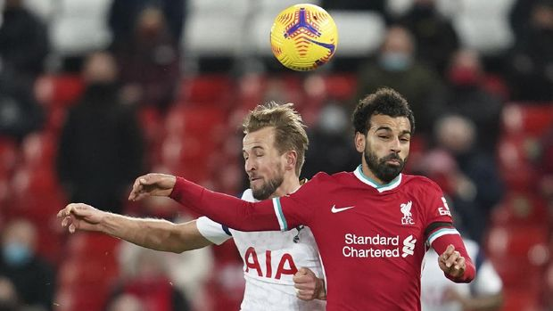 Tottenham's Harry Kane, left vies for the ball with Liverpool's Mohamed Salah during the English Premier League soccer match between Liverpool and Tottenham Hotspur at Anfield in Liverpool, England, Wednesday, Dec. 16, 2020. (AP Photo/Jon Super)