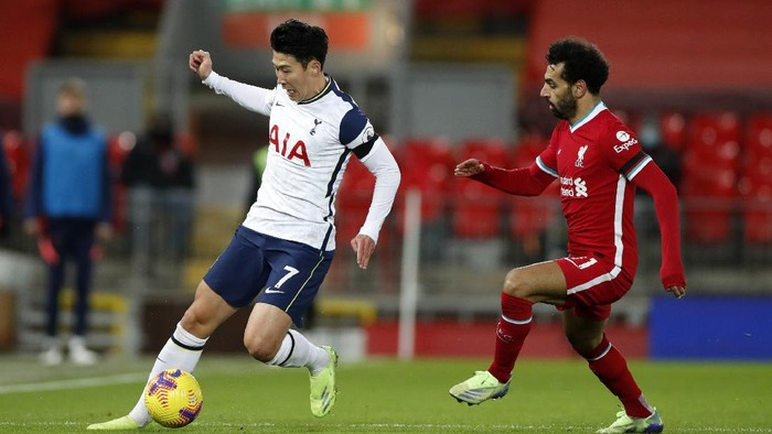 LIVERPOOL, ENGLAND - DECEMBER 16: Son Heung-Min of Tottenham Hotspur battles for possession with Mohamed Salah of Liverpool  during the Premier League match between Liverpool and Tottenham Hotspur at Anfield on December 16, 2020 in Liverpool, England. A limited number of fans (2000) are welcomed back to stadiums to watch elite football across England. This was following easing of restrictions on spectators in tiers one and two areas only. (Photo by Clive Brunskill/Getty Images)