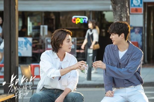 Ketertarikan Song Kang memasuki dunia akting rupanya dipengaruhi oleh beberapa aktor, salah satunya aktor Jung Kyung Ho.