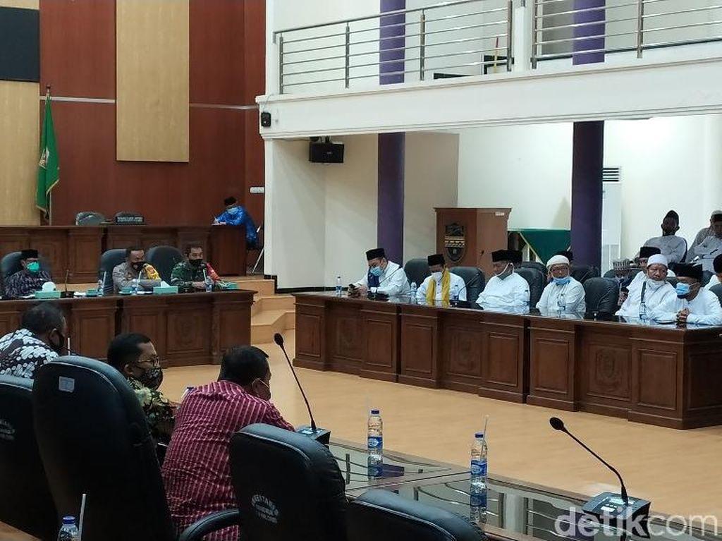 Datangi DPRD Ciamis, Pendukung Habib Rizieq Singgung Pernyataan Mahfud Md