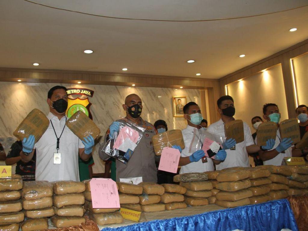 Polres Jakbar Gagalkan Pengiriman 173 Kg Ganja dalam Truk Kedondong