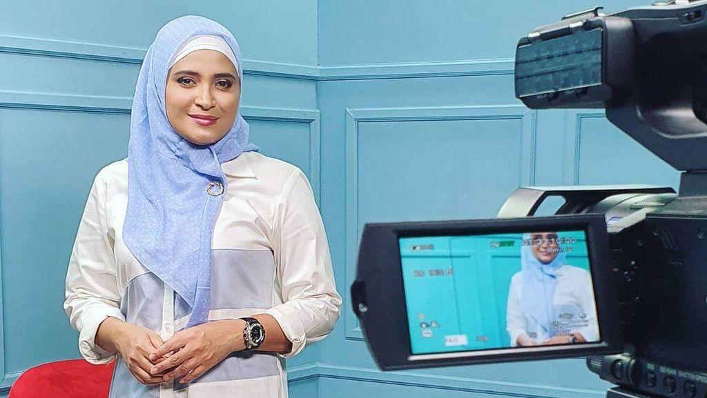 8 Gaya Hijab Rahma Sarita, Staf MPR yang Dipecat karena Hina Pancasila
