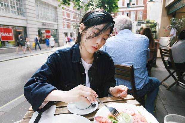 style rambut dengan aksesori ala Taeyeon SNSD