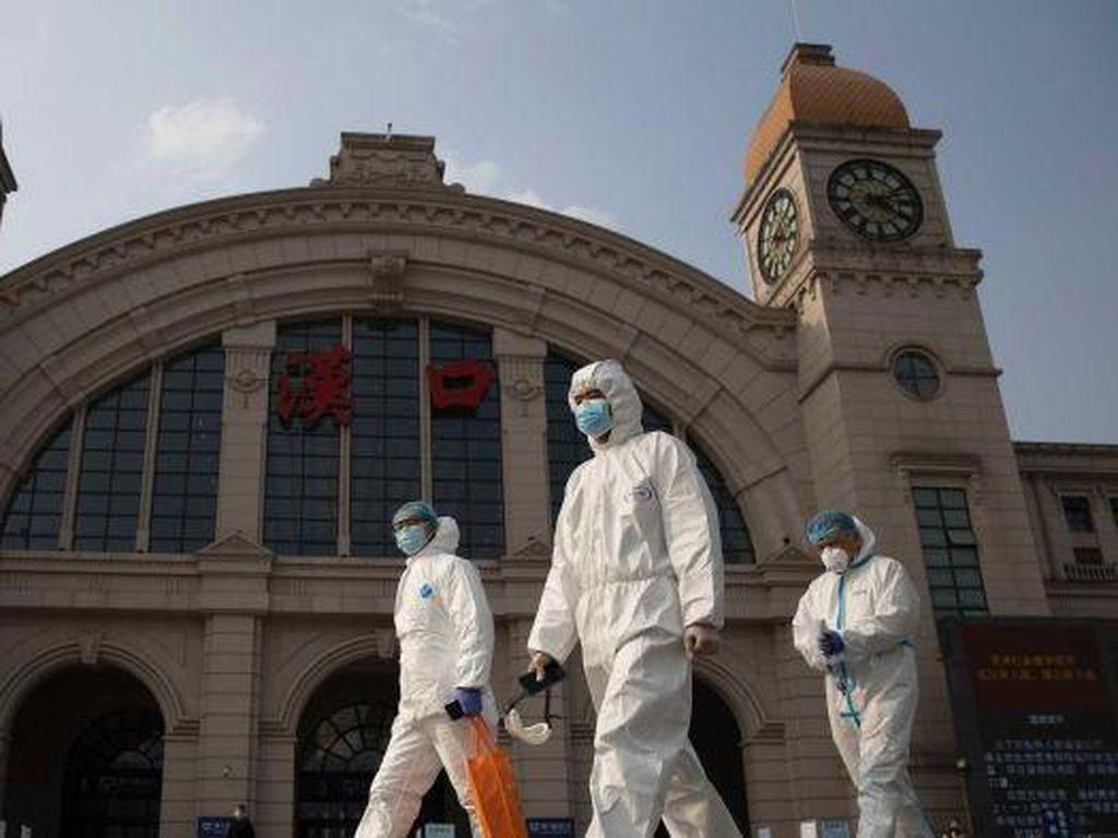 Warga Wuhan Kenang Setahun Kematian Dokter Whistle Blower Virus Corona