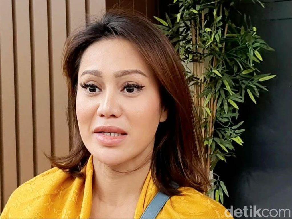 Sepakat Cerai, Vicky Zainal Akui Masih Cinta dengan Suami
