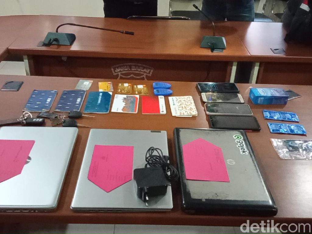 Bongkar Prostitusi Artis TA, Polisi Sita Kondom dan Ponsel