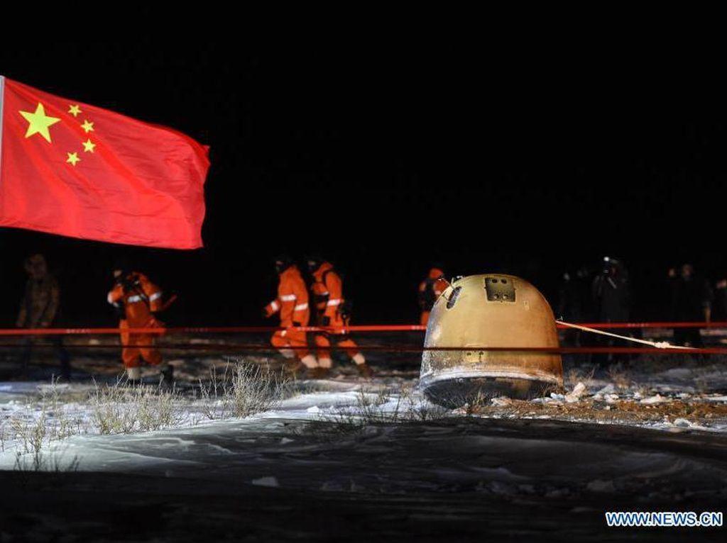 Momen Pendaratan Wahana China Bawa Tanah dari Bulan