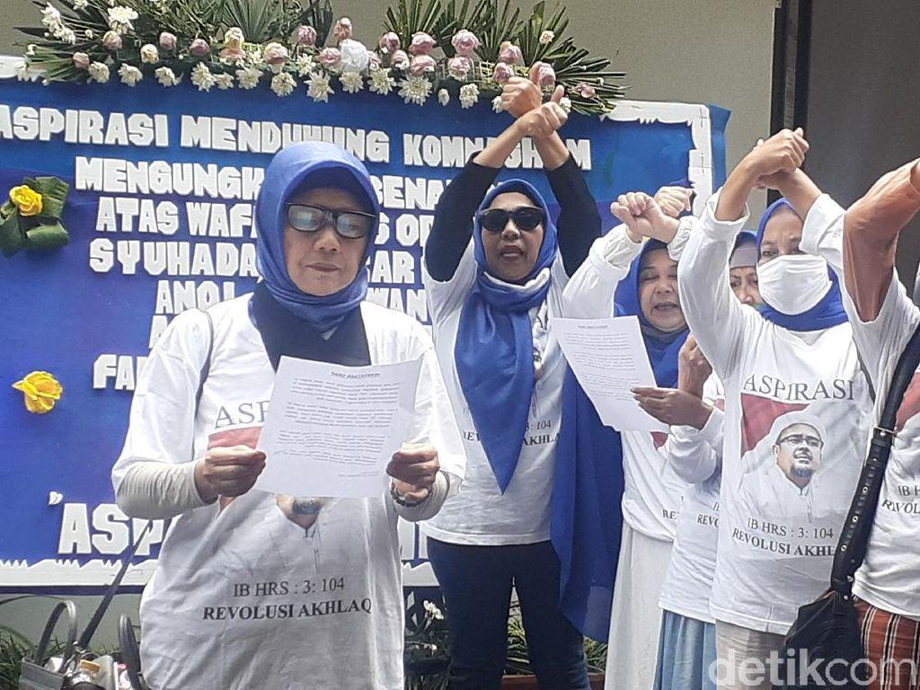 Emak-emak Berkaus HRS ke Komnas HAM, Dukung Pengusutan Penembakan Laskar FPI