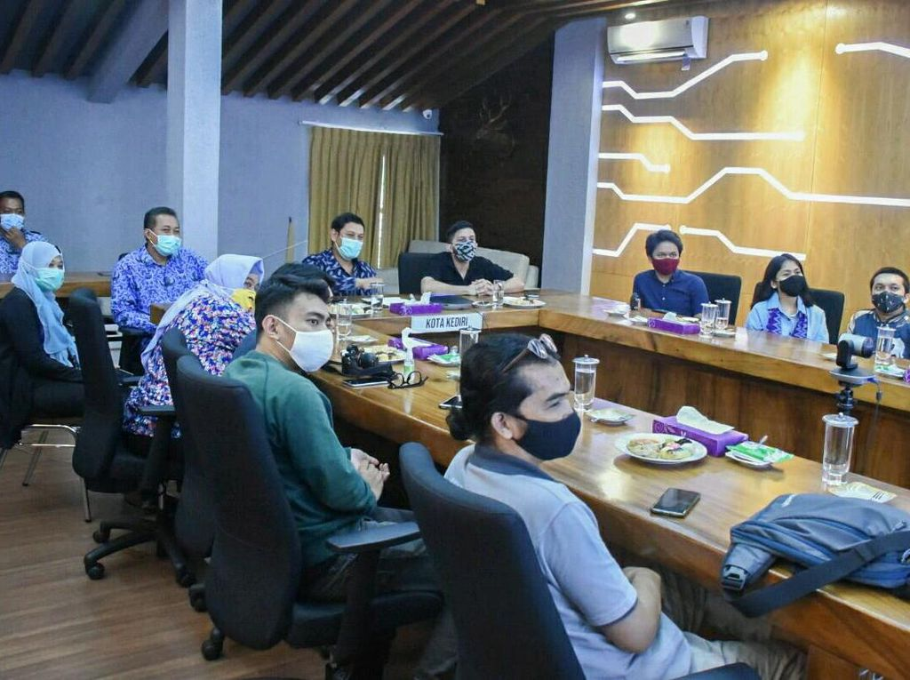Gaungkan English Massive, Kota Kediri Dan Mr D Launching Web Series