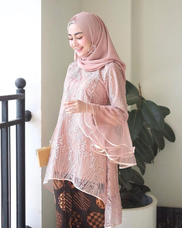 inspirasi kebaya dusty pink.