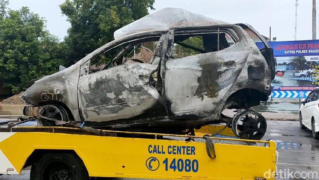 Penampakan Bangkai Mobil yang Terbakar di Exit Tol Sragen